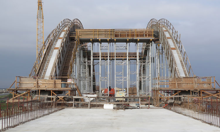 California high-speed rail San Joaquin River Viaduct, crews have begun placing concrete to form the center spans of the viaduct's signature arches – representing the entrance into the City of Fresno