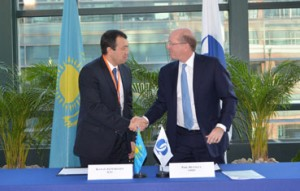 Phil Bennett (EBRD First Vice President) and Kanat Alpysbayev (KTZ Vice President of Logistics)